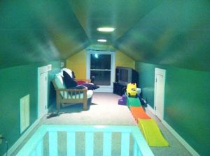 We recently repainted the playroom, but I haven't found the time to clean, sort, and fill it again. So here it sits...